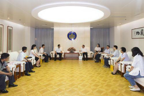 孙春雷会见朝鲜医药代表团